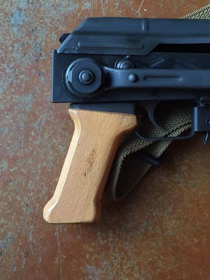 AM63D pistol grip